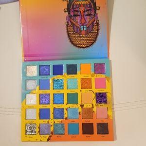 Julia's place Wahala 2 eyeshadow palette